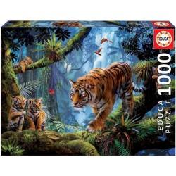 Tigre na strome